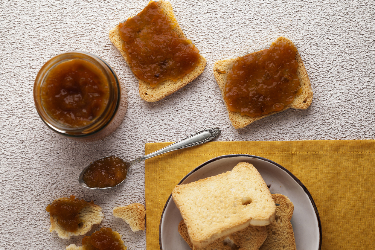 Melba toast topped with apple butter
