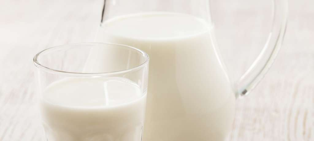 How many calories in glass of whole milk